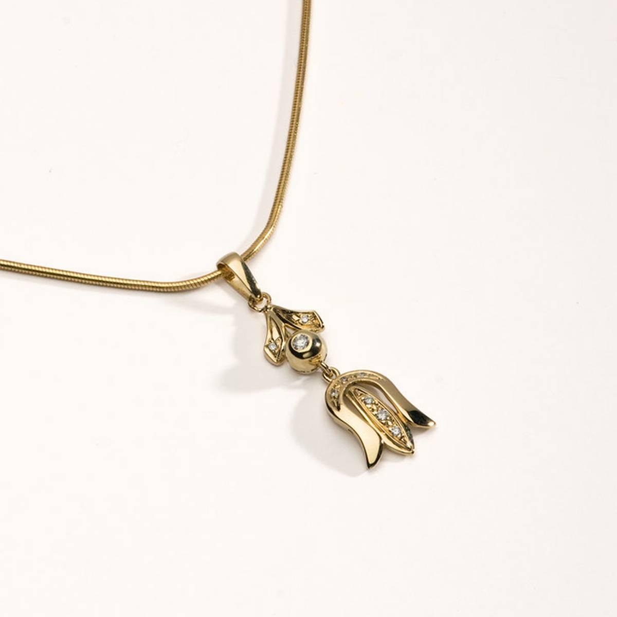 14 karátos sárga arany medál gyémántokkal
